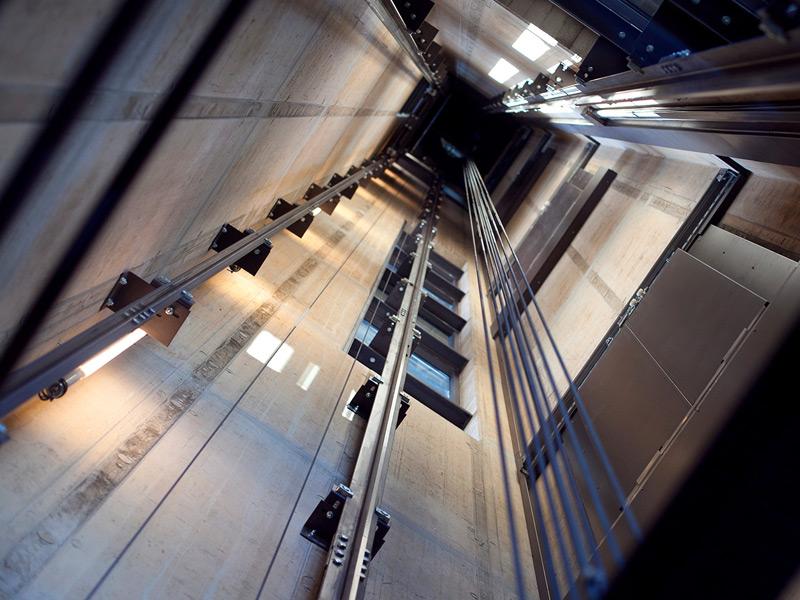 Die Aufzugschacht-Reinigung ist nicht einfach – wir sind darin erfahren!